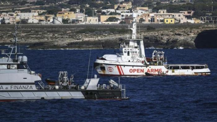 """""""Open Arms"""": Migranten springen wieder ins Meer"""