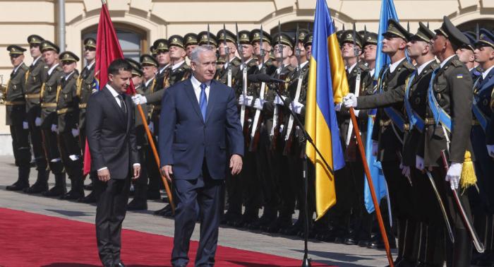 Ucrania recibe a Netanyahu con un lema pronazi