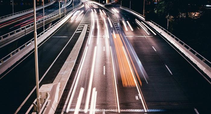 Kurioser Vorfall:   Achtjähriger brettert mit 140 Stundenkilometer über Autobahn – Polizei alarmiert