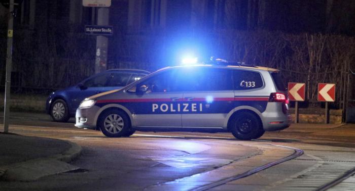 Konflikt vor Schnellimbissbude eskaliert: 20-Jähriger in Österreich erstochen – Täter flüchtig