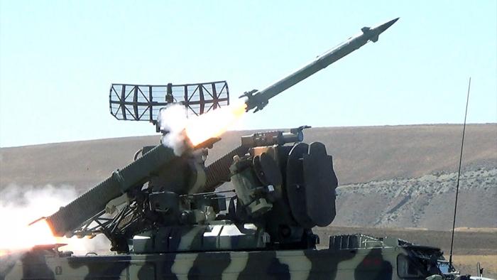 Les unités de défense anti-aérienne ont effectué des tirs réels