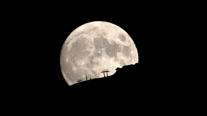 Foto/Video:  La misión espacial de la India publica su primera imagen de la superficie de la Luna