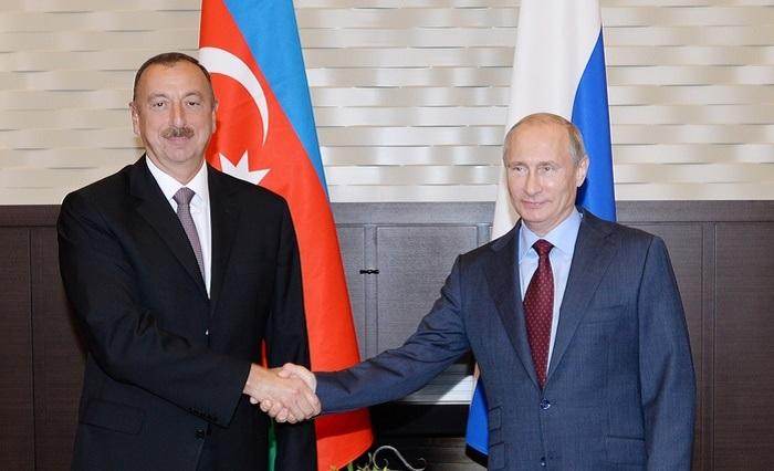 Putin invita a Ilham Aliyev al desfile