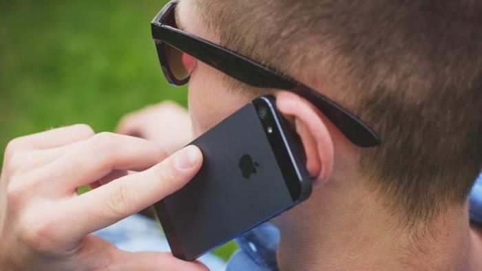 """Demandan a Apple y Samsung por el """"riesgo de cáncer"""" debido a la radiación de sus teléfonos"""