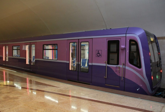 Azərbaycana iki yeni metro qatarı gətirildi