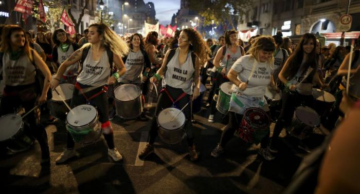 استقالة وزير الخزانة الأرجنتيني وسط أزمة اقتصادية