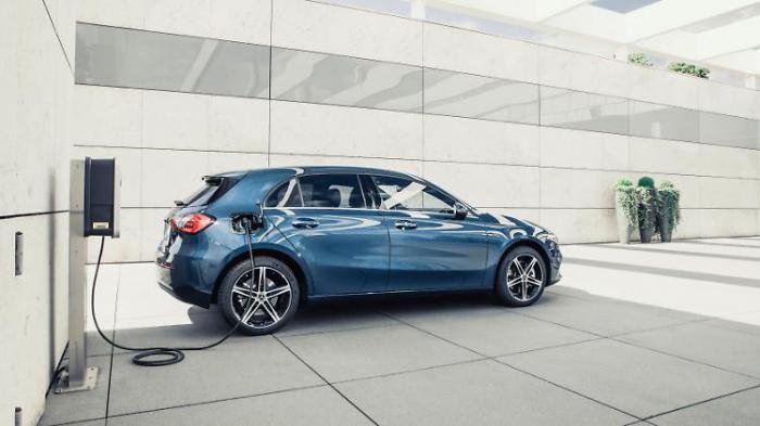 Mercedes setzt die Kompakten unter Strom