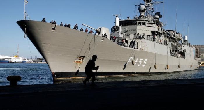 سفينة أمريكية تمر عبر مضيق تايوان