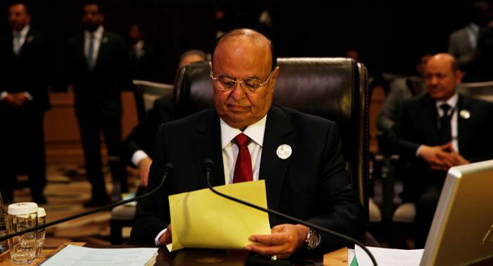 """""""رجل الغدر والخيانة"""".. مسؤل إماراتي سابق يهاجم الرئيس اليمني"""