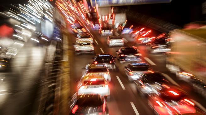 ألمانيا: طفل في الثامنة يقود بسرعة فائقة ليلاً