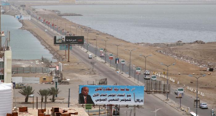الإمارات تهاجم الحكومة اليمنية وترد على علاقتها بالاشتباكات المسلحة في عدن