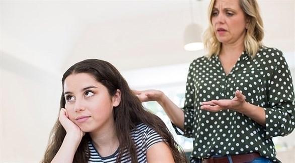 تعاقب ابنتها بإزالة باب غرفتها