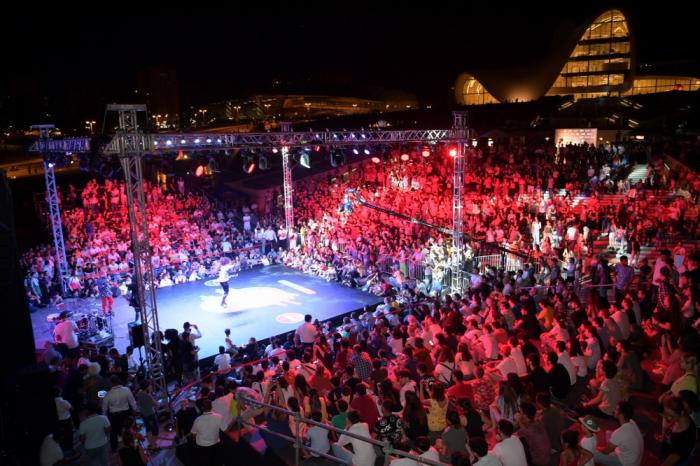 مسابقة الرقص الدولية تقيم في باكو لأول مرة -  صور