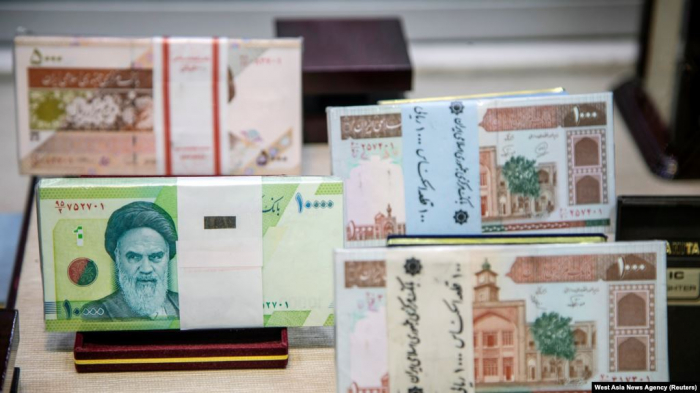 Iran moves to cut four zeroes from its struggling currency