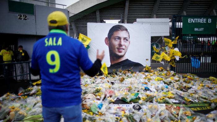 Dos británicos se enfrentan a la cárcel por espiar el video de la autopsia del futbolista argentino Emiliano Sala