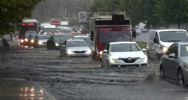 Heavy downpours, flash floods hit Istanbul, NW Turkey