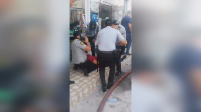 """Polislər """"Sədərək""""də vətəndaşı xilas etdi, malları daşıdılar - VİDEO"""
