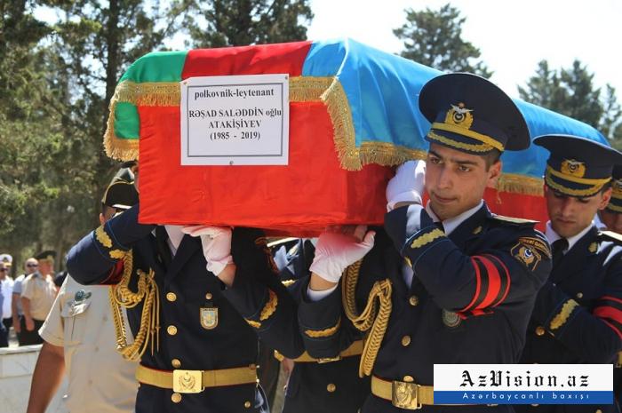 Pilot Rəşad Atakişiyev dəfn olundu - VİDEO+FOTOLAR
