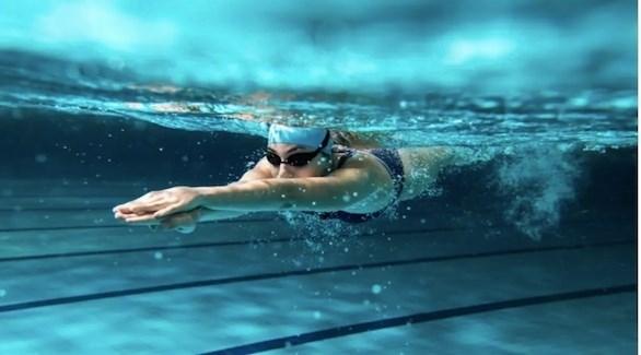 5 أخطاء تجنبها أثناء السباحة