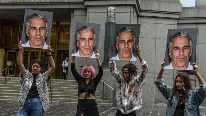 Des victimes présumées de Jeffrey Epstein réclament des réponses