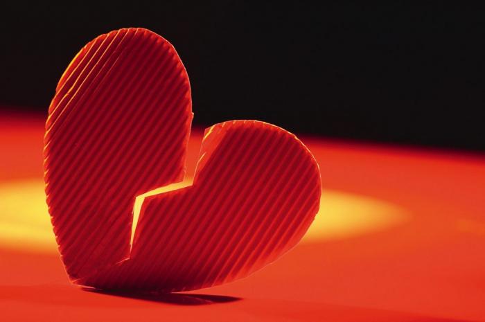 Un millionnaire propose une gratification généreuse à qui séduira sa fiancée