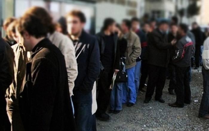 - işsizlərin sayı kəskin artıb