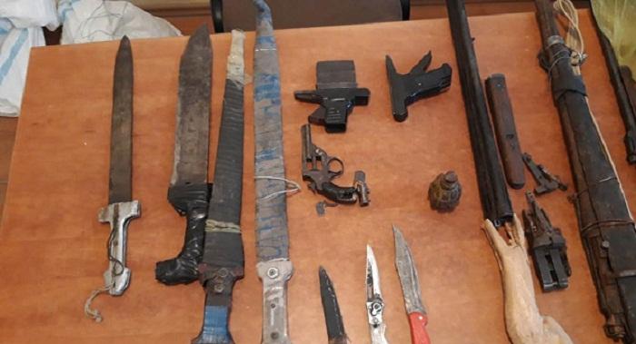 Qadının evindən xeyli sayda silah-sursat tapıldı