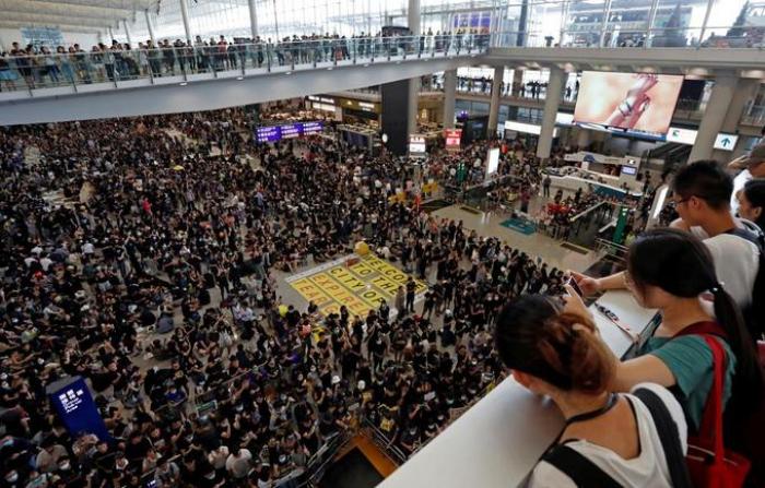 Hongkong: les médias chinois rivalisent de menaces