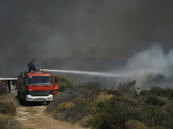 Grèce: les pompiers maîtrisent un incendie important près d