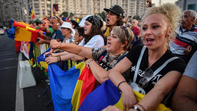 Roumanie: des milliers de manifestants demandent la démission du gouvernement