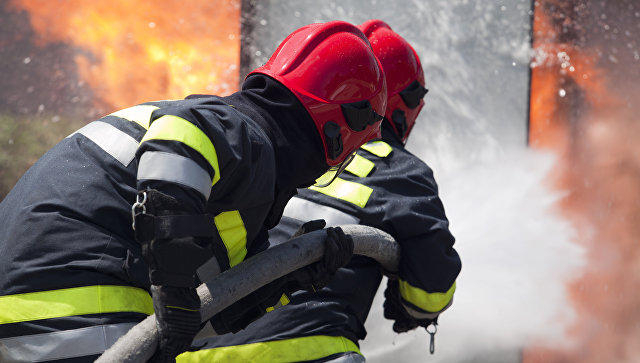 Some 100 firefighters tackle blaze in West London