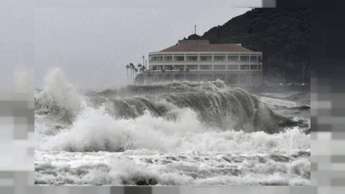 اليابان تنصح الآلاف بإخلاء منازلهم مع اقتراب العاصفة كروسا