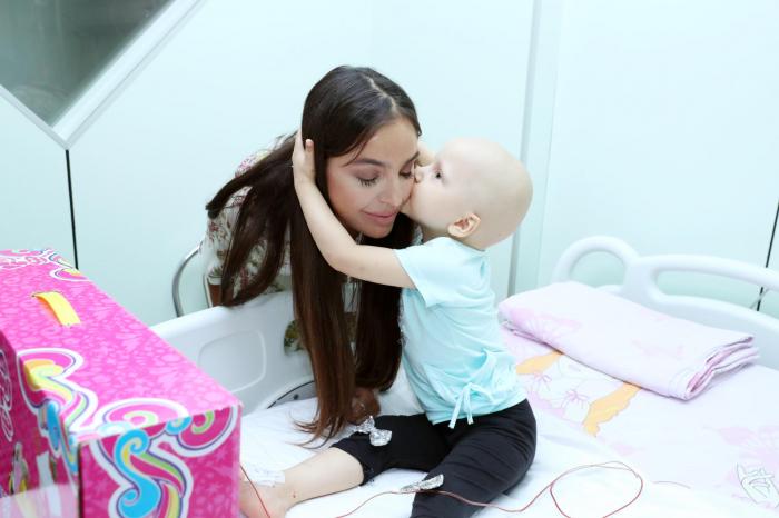 Leyla Əliyeva müalicə alan uşaqlara baş çəkdi - FOTOLAR