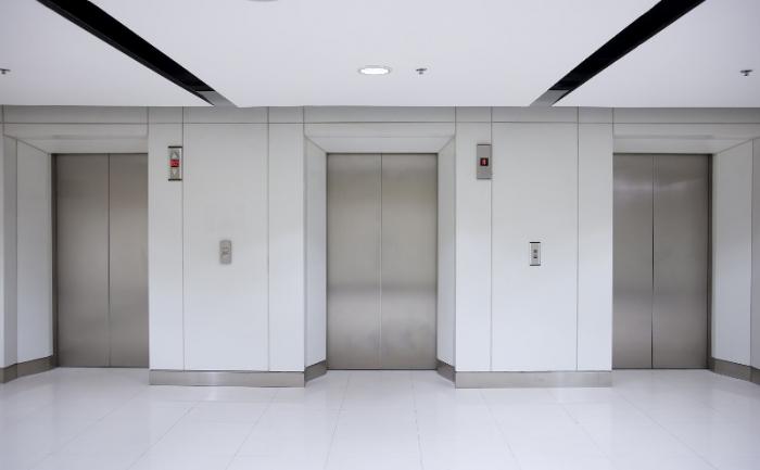 Liftdə qalan şəxs xilas edilib