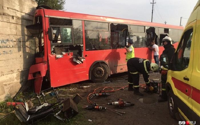Rusiyada avtobus qəzası: Ölən və xeyli yaralı var