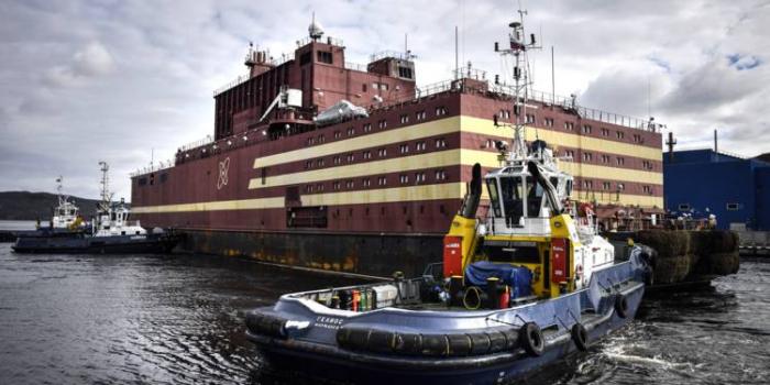 La centrale nucléaire flottante russe va traverser les eaux de l