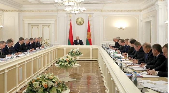 - Lukaşenko məmurları hədələdi