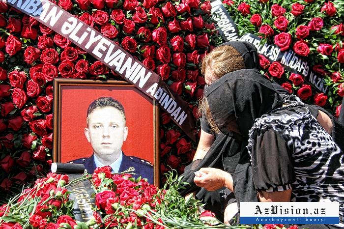 """""""Rəbbim, sənə qonaq göndərirəm..."""" - Pilotun məzarına qoyulan məktub (FOTO)"""
