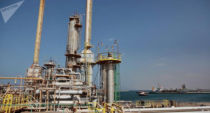 أسعار النفط تهبط بفعل تجدد المخاوف بشأن حرب التجارة الأمريكية الصينية