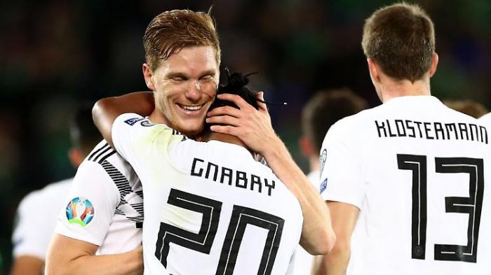 DFB-Elf wackelt volley ins Glück
