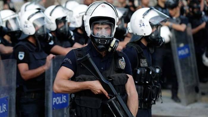 Türkiyədə 33 minə yaxın polis işdən çıxarılıb