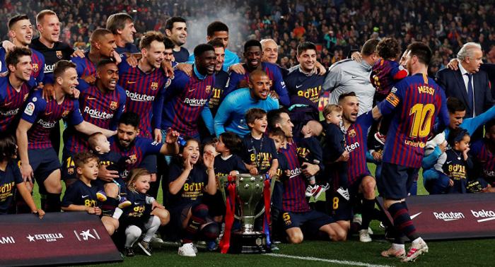 برشلونة أول ناد يتخطى حاجز المليار دولار في الإيرادات هذا الموسم