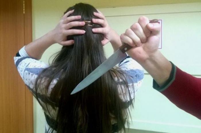 Bakıda ər arvadına 14, baldızına isə 5 bıçaq vurdu
