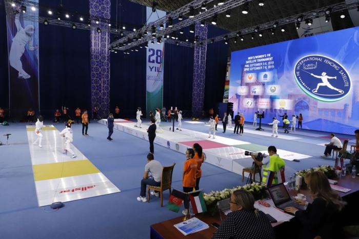 Esgrimistas azerbaiyanos participan en el torneo internacional celebrado en Uzbekistán