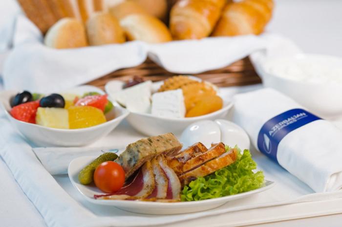 AZAL obtiene el segundo lugar en el ranking internacional sobre la diversidad de alimentos a bordo