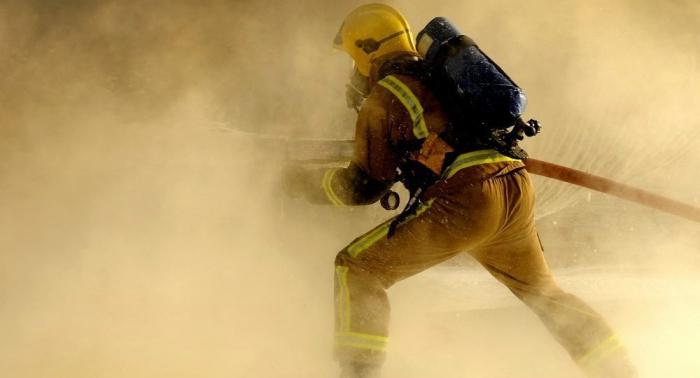 Unos 125 bomberos combaten un incendio en un edificio residencial del suroeste de Londres