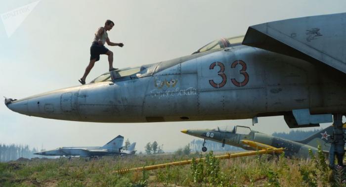 West-Fiction vom Feinsten: Wie ein Kampfjet aus Sowjetzeit der Wirklichkeit enteilte