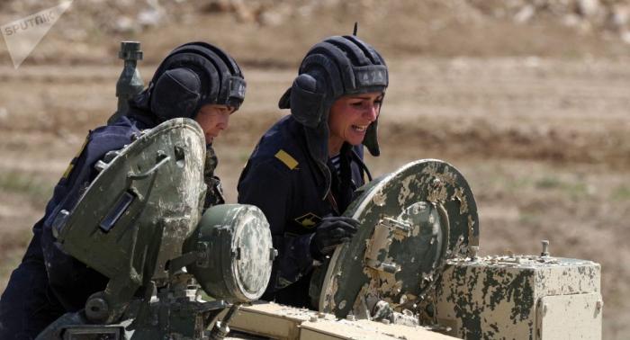 Russische Armee: Erste weibliche Panzerbesatzung zu sehen –   Video