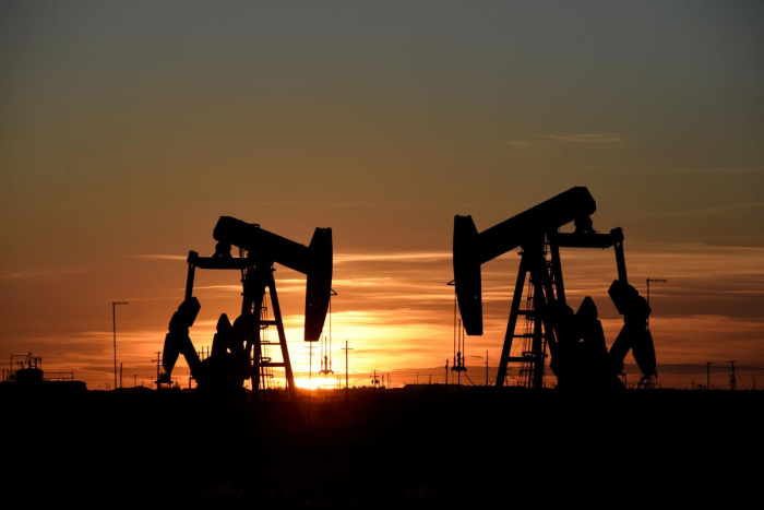 Oil rises for fifth day on expectations of extended output cuts