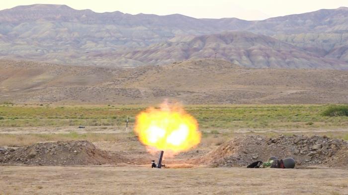 Se realiza un ejercicio táctico especial con el tiro de combate en Najicheván